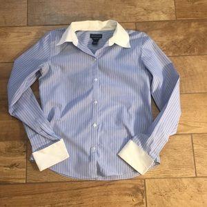 Ann Taylor Sz 2 classic easy care dress shirt